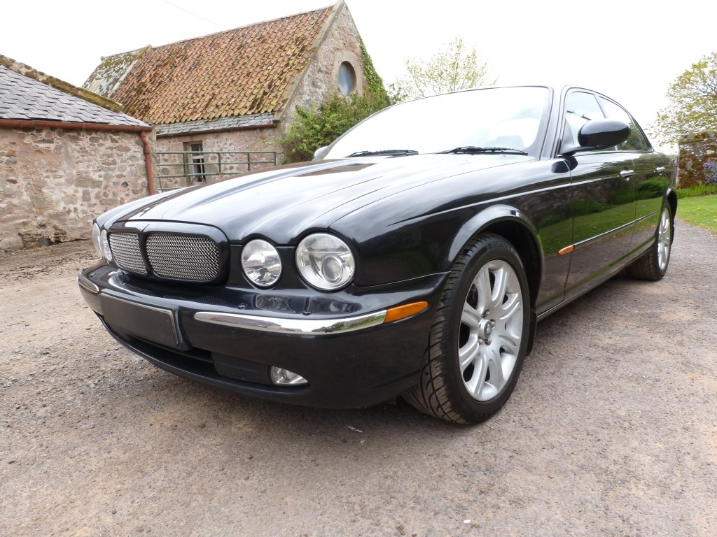 saloon for used in silver platinum horsham car infinity lwb sovereign sale jaguar