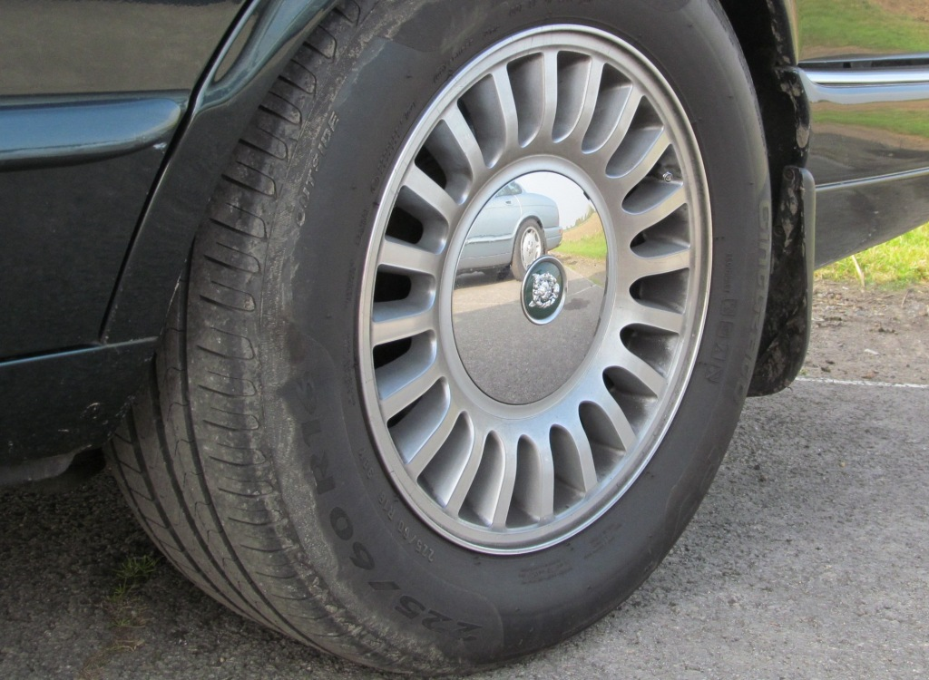Jaguar X300 20 Spoke alloy wheel